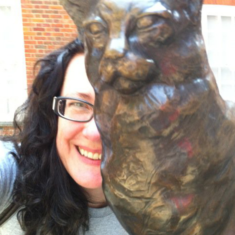 Kelly in London with bronze statue of Hobbs, Samuel Johnson's beloved cat.